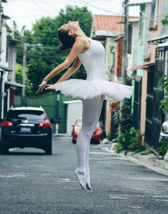 Rysunek baletnicy kredkami